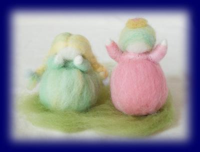 春の花の妖精2人 羊毛人形