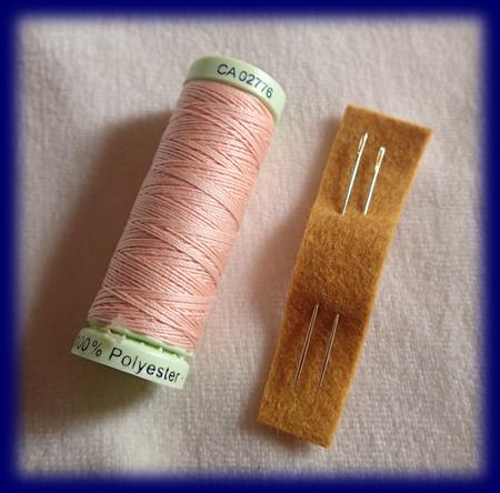 細手針(長短2本)と肌色の丈夫な縫い糸 手仕事・材料