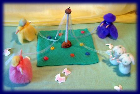 ネイチャーコーナー 花のメイポールダンス 羊毛人形