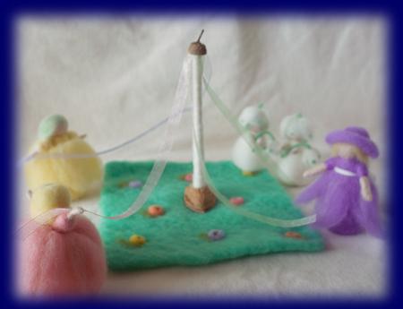 ネイチャーコーナー 花のメイポールダンス 羊毛